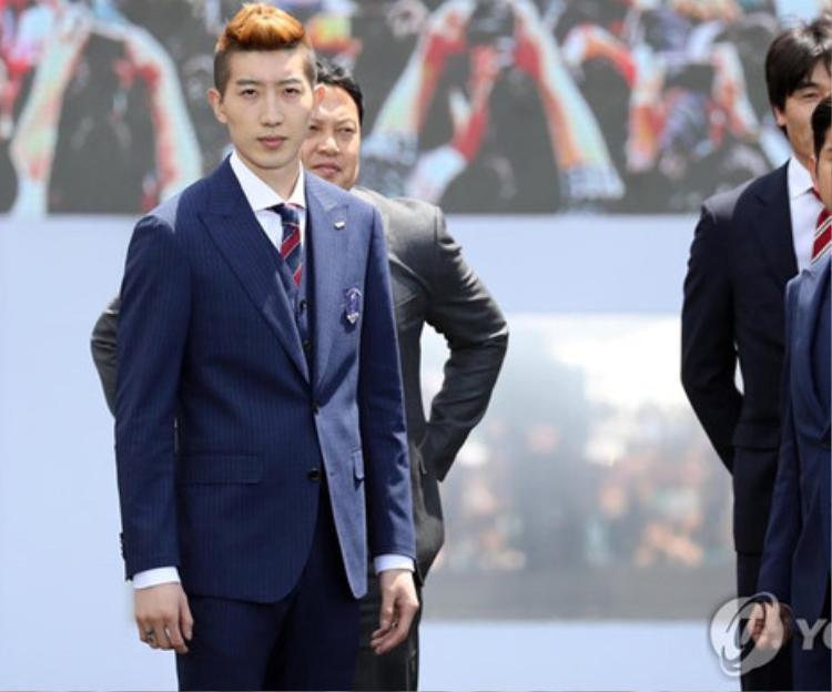 Cho Hyun Woo nổi bật so với các đồng đội khi sở hữu ngoại hình bắt mắt, phong cách sành điệu. Anh nhuộm tóc nâu, uốn và thường tạo nhiều kiểu khác nhau mỗi khi xuất hiện. Bên cạnh đó, thủ thành luôn khiến fan nữ phải ghen tỵ khi sở hữu làn da trắng mịn.