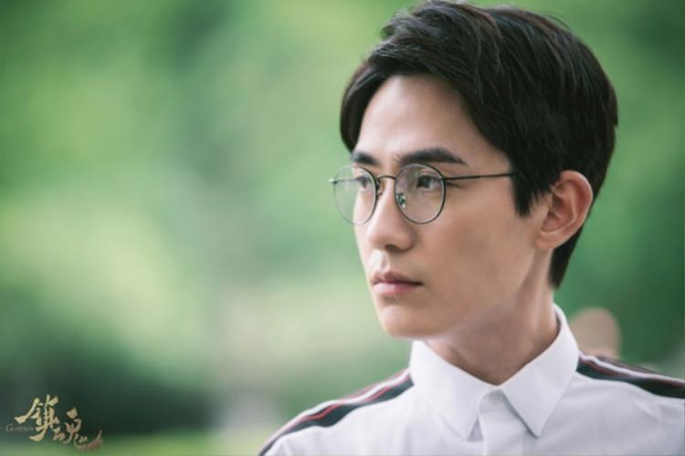 Quá rõ ràng, Chu Nhất Long sinh ra là để trở thành thầy Thẩm của 'Trấn hồn'