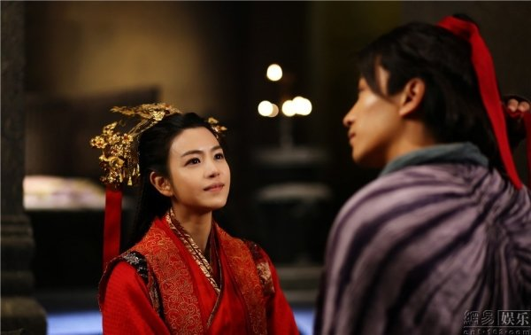 """Dù bị dìm vì tạo hình """"đùi gà"""" thì Cô cô Trần Nghiên Hy vẫn rất xinh đẹp trong bộ váy cưới"""