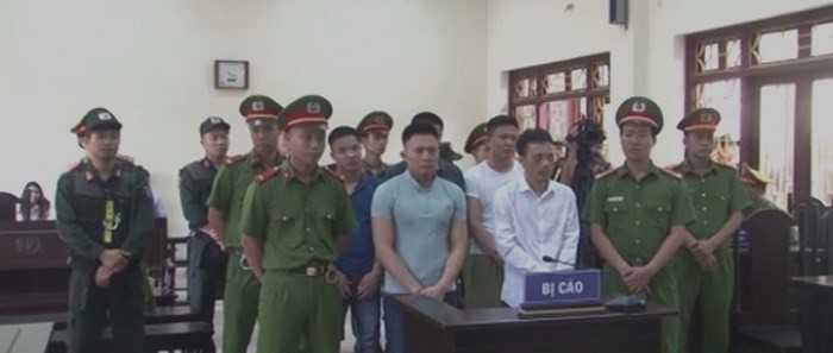 Các bị cáo tại phiên xét xử sơ thẩm, ngày 27-6