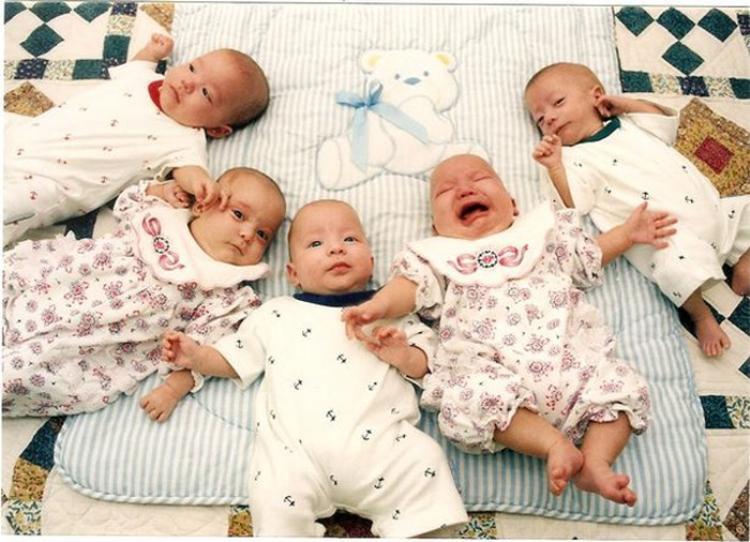 Vợ chồng nhà Diaz sinh năm con vào năm 1996. Ảnh: SWNS.com.