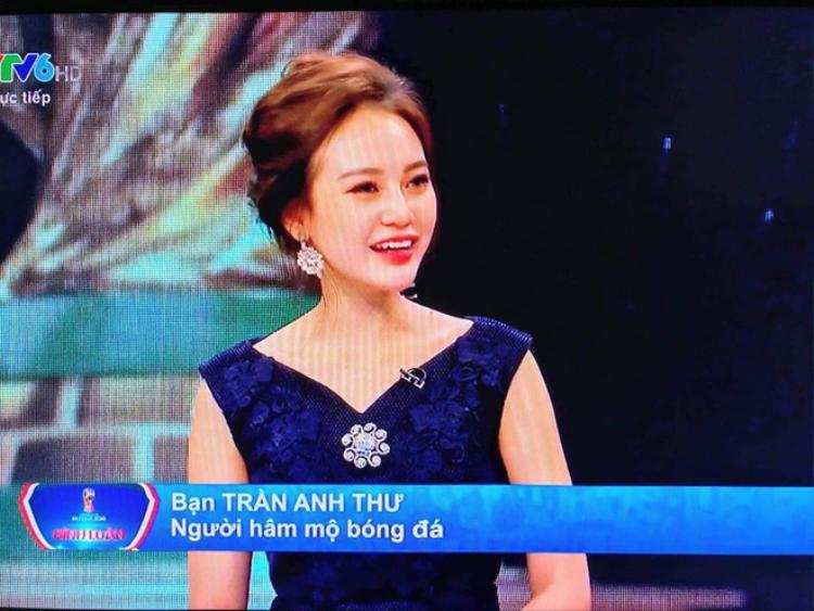 Trần Anh Thư khá am hiểu bóng đá.