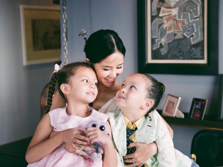 Sau tiết lộ kết thúc hôn nhân, Hồng Nhung chia sẻ: Điều người lớn cần nghĩ, cần làm lúc này là hướng tới con trẻ