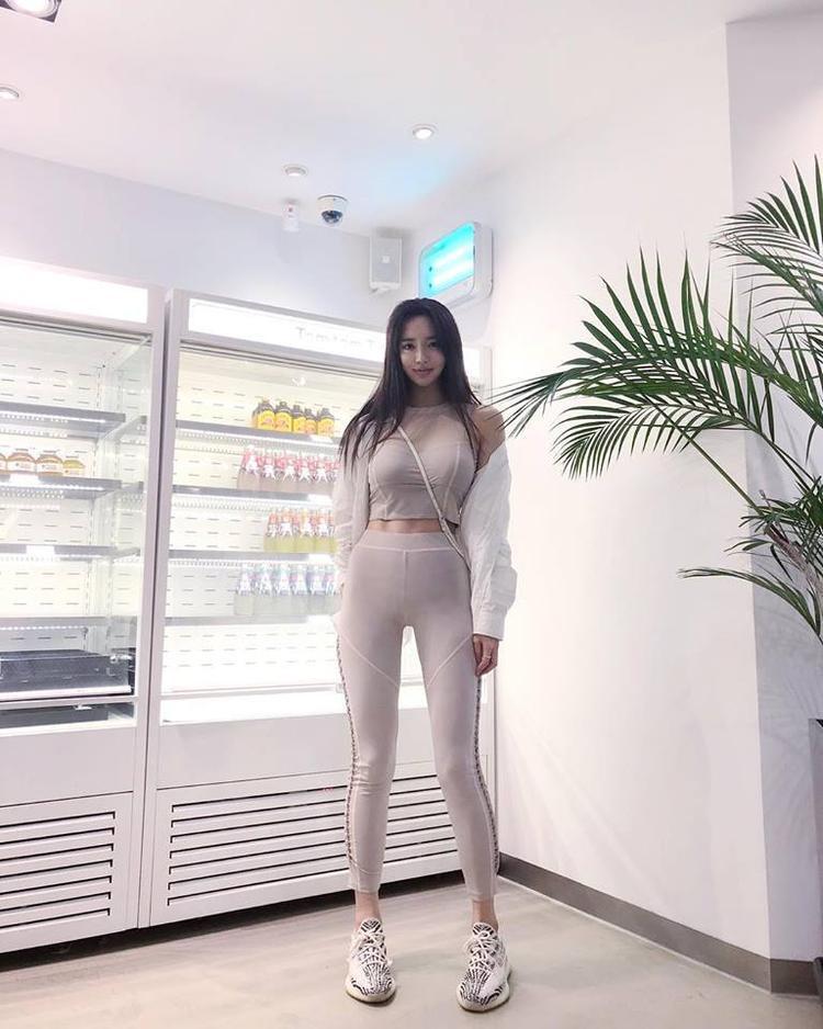 Lee Yeon Hwa đầu tư mạnh cho trang phục tập luyện.