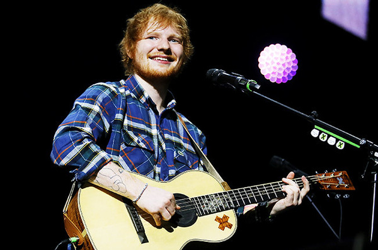"""Anh chàng tài hoa với chiếc đàn ghita làm bạn đã """"oanh tạc"""" âm nhạc thế giới."""