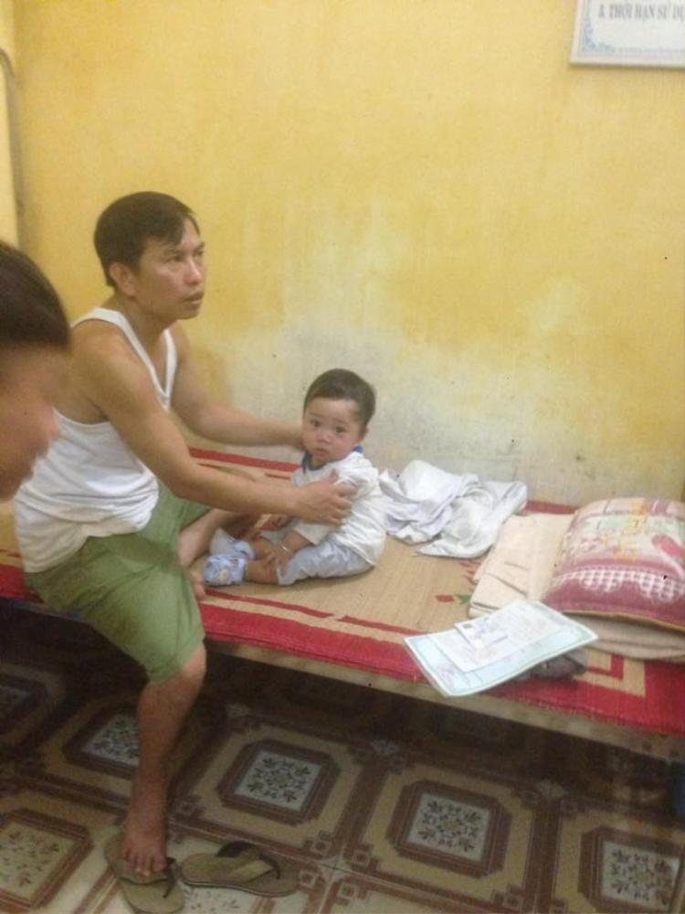 Được mọi người chăm sóc tận tình ở trạm xá cách đây ít hôm nhưng cũng không ai giữ bé trai lại được.