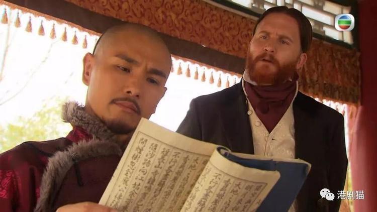 """Hòa Thân - Trần Triển Bằng đón tiếp sứ thần nước Anh trong phim """"Thiên mệnh""""."""