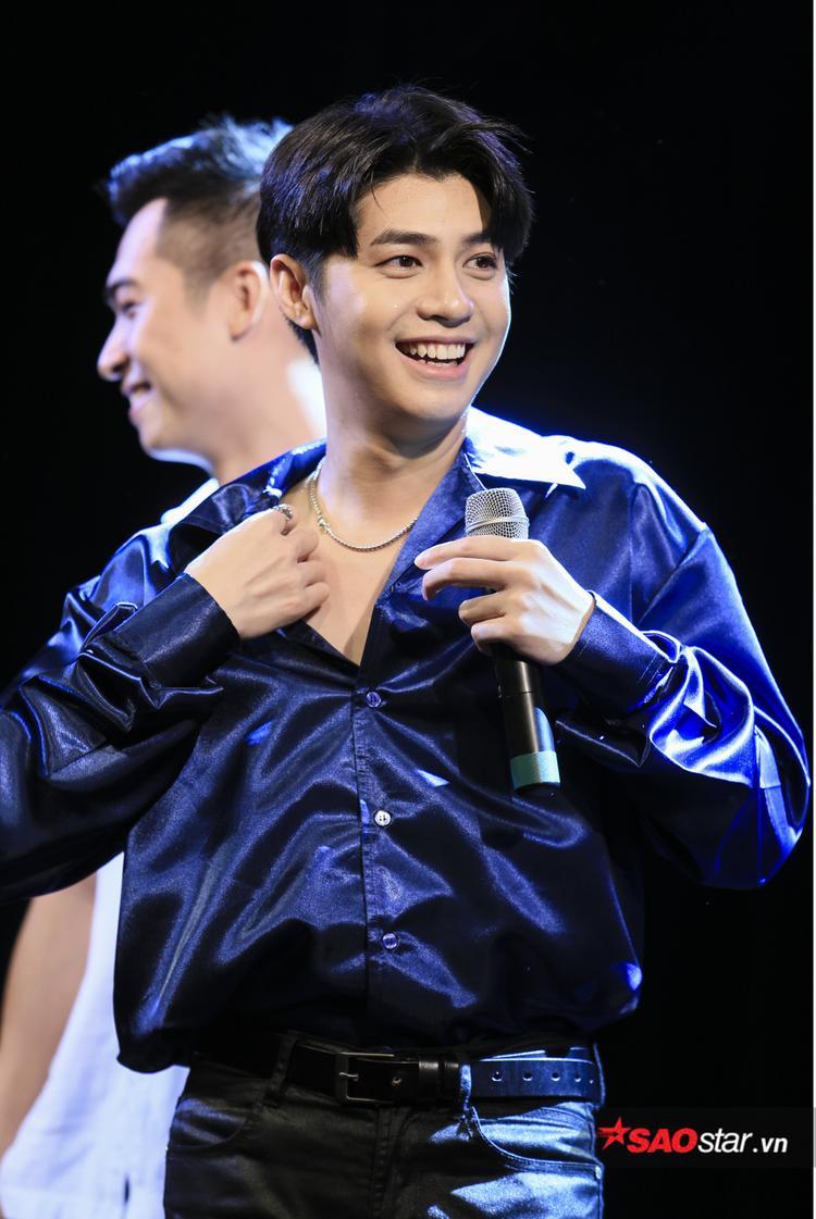 Noo Phước Thịnh xuất hiện cực điển trai trong buổi showcase giao lưu cùng fan tại Hà Nội.