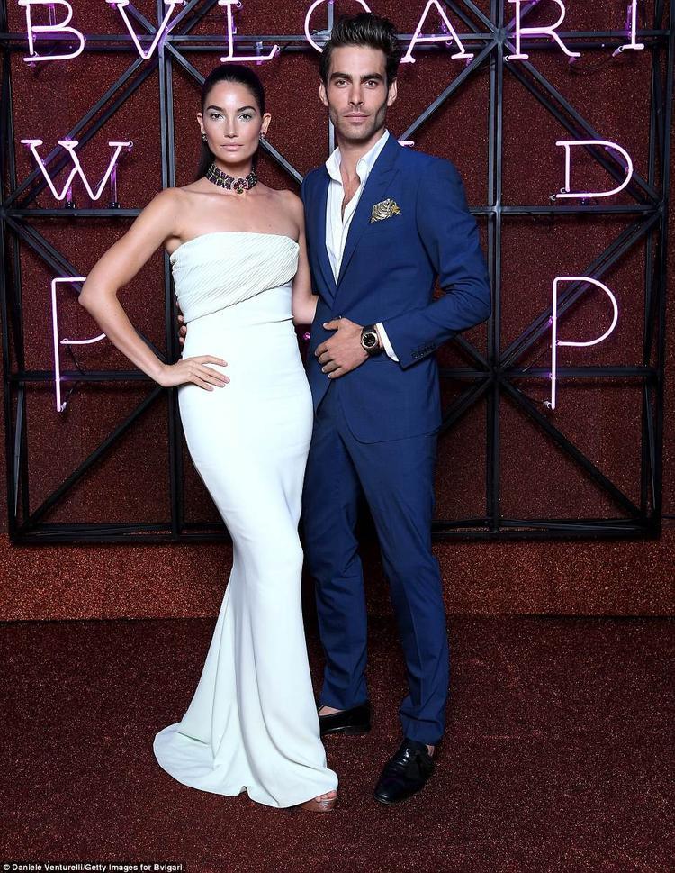 Thiên thần Victoria's Secret - Lily Aldridge lộng lẫy bên mẫu nam nổi tiếng Jon Kortajarena.