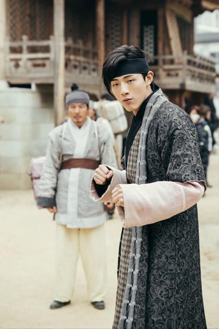Thập tứ hoàng tử Moon Lovers và Goo Hara chuẩn bị hẹn hò trong What's There to Know