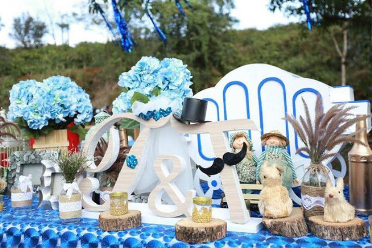 Không gian tiệc cưới được bài trí đẹp mắt.