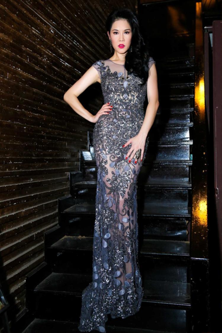 Khoảng 2 năm nay, Thu Phương gắn liền với thương hiệu thời trang của nhà thiết kế Hoàng Hải. Trong bất kỳ sự kiện, show diễn nào, nữ ca sĩ đều chọn những thiết kế ôm vóc dáng, chất liệu xuyên thấu, gam màu nhã nhặn.