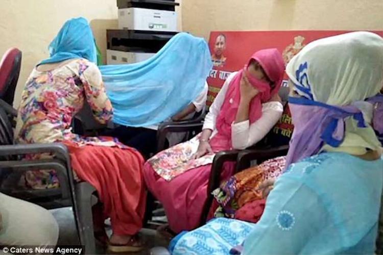 Vợ và các con của Ali bị bắt vì tội âm mưu giết hại chồng và cha.