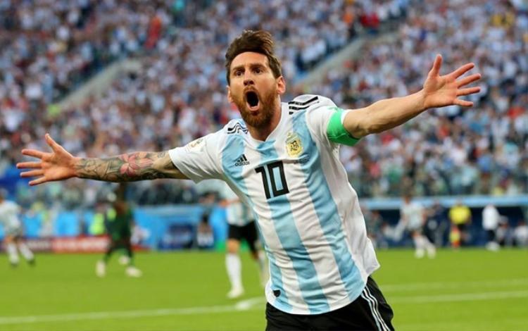 Messi đã kịp tỏa sáng để đưa Argentina vào vòng đấu loại. Ảnh: FIFA