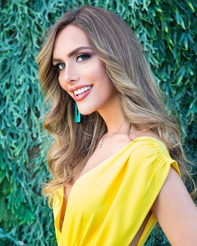 Được biết năm nay cô 26 tuổi, sở hữu chiều cao 1m81 và là một người mẫu chuyên nghiệp tại quê nhà. Trước đó vào năm 2015 cô từng thử sức ở cuộc thi Hoa hậu thế giới Tây Ban Nha, nhưng không đạt thành tích ấn tượng.
