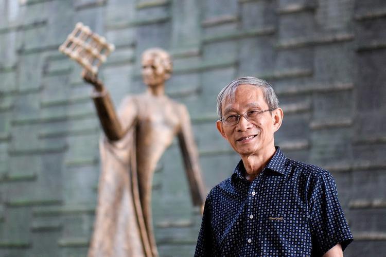 """Thầy Khang - người đứng đầu trường Merie Curie - thường được học sinh gọi là """"ông nội"""". Ảnh:Quỳnh Trang."""
