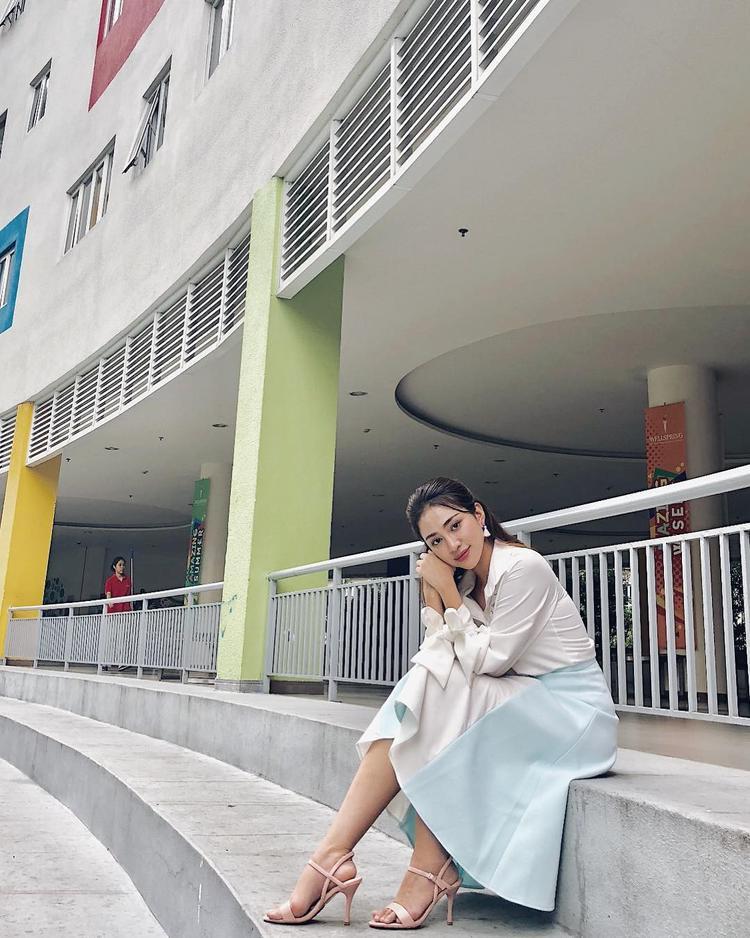Thiên Nga The Face gây thương nhớ với hình ảnh ngọt ngào, váy pastel cực kỳ phù hợp với khuôn mặt trái xoan xinh xắn của cô.