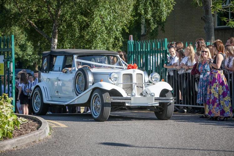 Siêu xeFort Lauderdale Antique Car cũng được các học sinh tại ngôi trường này dùng để di chuyển.