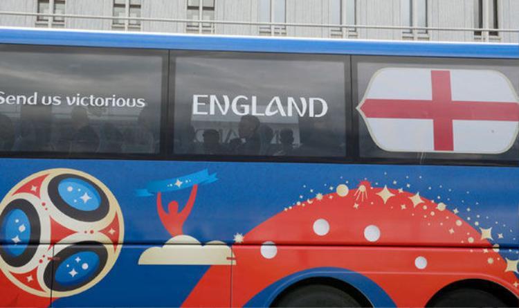 """Cổ động viên Anh gửi gắm chọn mong muốn của mình với slogan """"Send Us Victorious"""" (tạm dịch: Hãy gửi tới chúng tôi chiến thắng!)"""