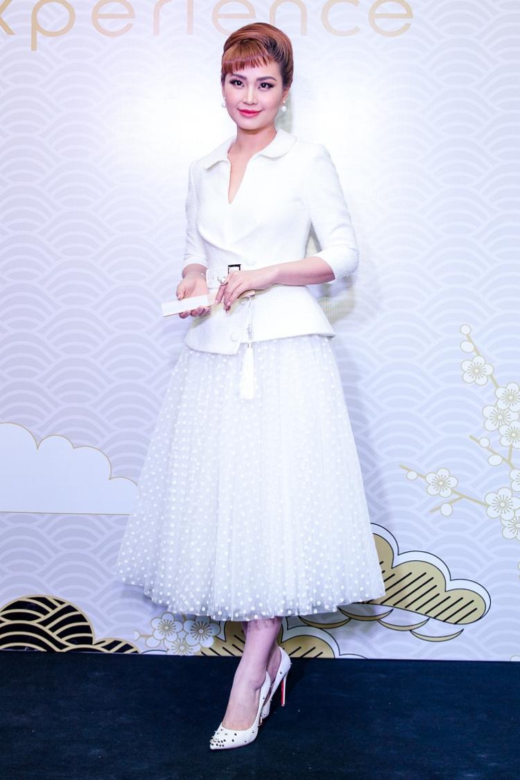 Á hậu DIễm Trang với phong cách đài cát cùng kiểu tóc lạ.