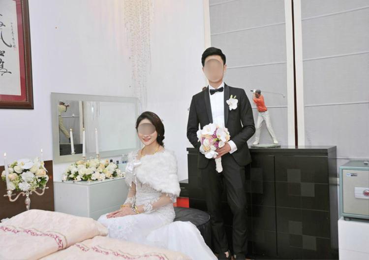 T. kết hôn khi còn rất trẻ.
