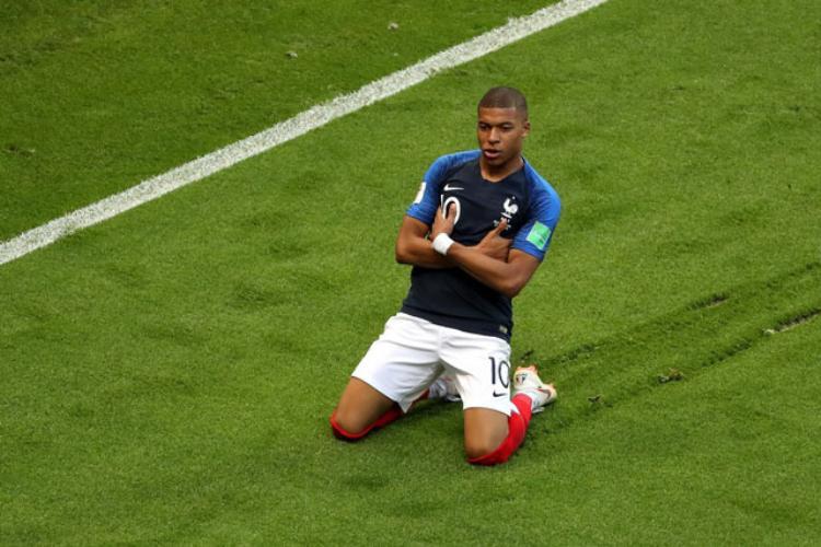 Mbappe sánh ngang thành tích với huyền thoại Pele. Ảnh: Getty.