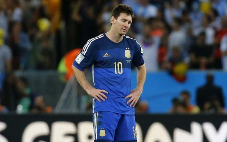 Messi từng nhiều lần ở rất gần đỉnh vinh quang cùng Argentina. Ảnh: Eurosport.