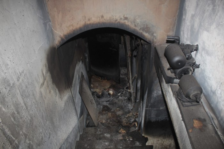 Đường dẫn vào hầm trú ngụ của các đối tượng trong nhà của Nguyễn Thanh Tuân. Ảnh: báo Giao Thông.