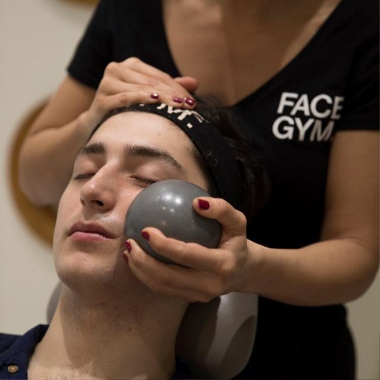Bước 2: (cardio) tác động mạnh lên da bằng các bài tập mạnh và nhanh để kích thích cơ.