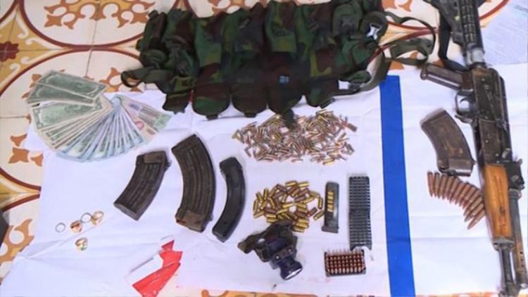 Hàng loạt vũ khí nóng bị thu giữ sau trận đánh án kinh hoàng của lực lượng nghiệp vụ Bộ Công an. Ảnh: CAND.