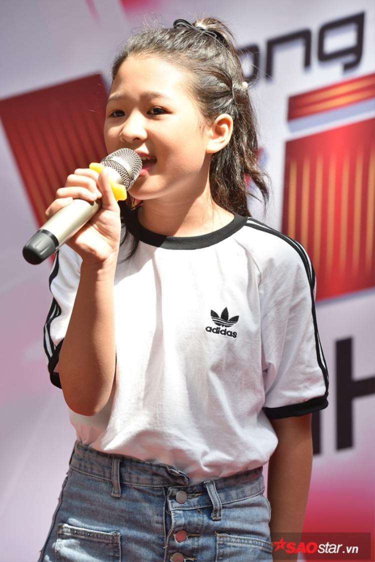 Sau khi đăng quang ngôi vị Quán quân Giọng hát Việt nhí 2017, Ngọc Ánh bất ngờ xuất hiện tại vòng casting khu vực phía Bắc để ủng hộ tinh thần các thí sinh.