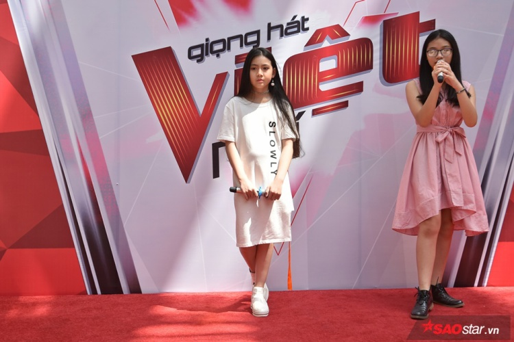 Bên cạnh Ngọc Ánh, Hồng Thư, hai thí sinh đến từ team HLV Soobin Hoàng Sơn - Hà Phương Linh và Huỳnh Nguyễn Gia Hân cũng có mặt tại buổi tuyển sinh.