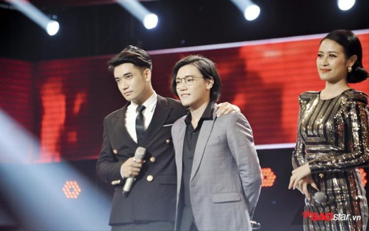 Cả hai hồi hợp chờ đợi kết quả từ HLV Noo Phước Thịnh.