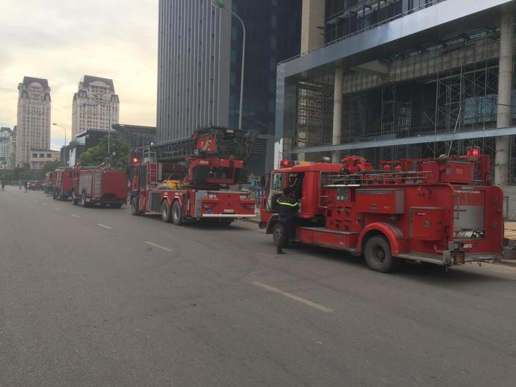Cháy ngùn ngụt tại tòa nhà 28 tầng của Cục viễn thông