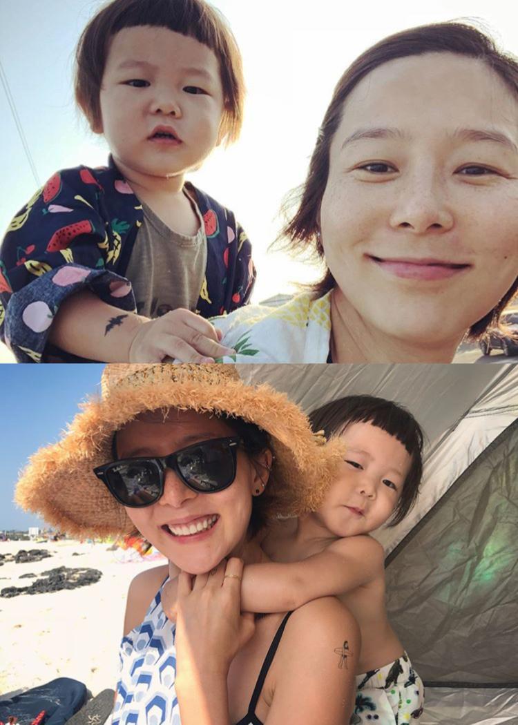 Người mẫu kiêm diễn viên Kim Na Young cùng con trai nhỏ.