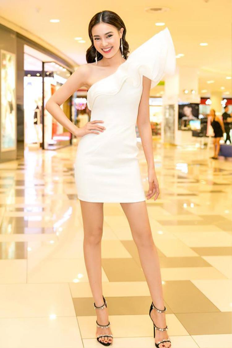 Chiều cao khiêm tốn nhưng 10 sao Việt này vẫn sở hữu đôi chân đẹp đáng ghen tị