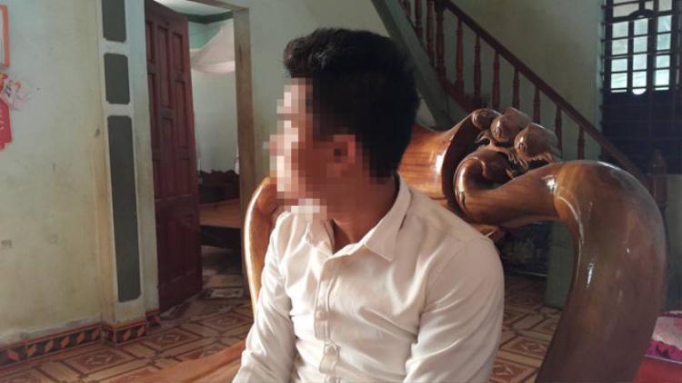 Trao đổi với các phóng viên và ban kiểm tra, thí sinh Nguyễn Sỹ Hùng đã đưa ra lời giải thích về kết quả thi của mình.