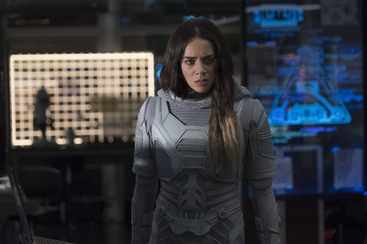 The Ghost trong phim được thay bằng nhân vật nữ.