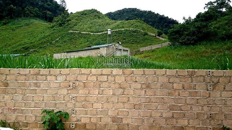 Căn nhà của Nguyễn Văn Thuận cách xa nhà dân. Ảnh: Vietnamnet.