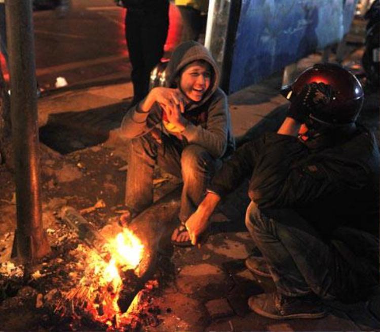 Đã có những ngày chúng ta từng hạnh phúc khi ngồi cạnh đống lửa. Thế mà bây giờ…