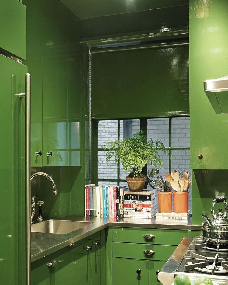 Bạn có nhận ra màu xanh lá này đã đem tới cho căn bếp một màu sắc ấn tượng, đập ngay vào mắt bất cứ ai khi vừa nhìn thấy?