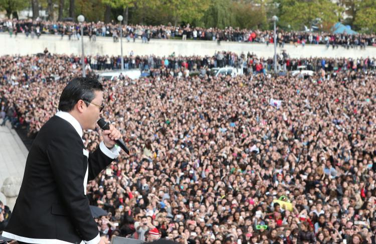 Ngã gục: Cả thế giới suýt không có siêu hit Gangnam Style vì PSY không biết Youtube là cái gì!