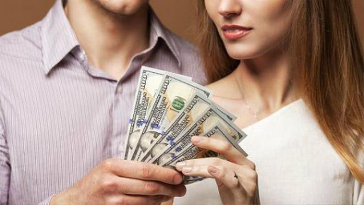Có một số ý kiến cho rằng cô gái trong câu chuyện quá coi trọng tiền bạc mà chưa thực sự suy nghĩ cho chàng trai - (Ảnh minh họa).