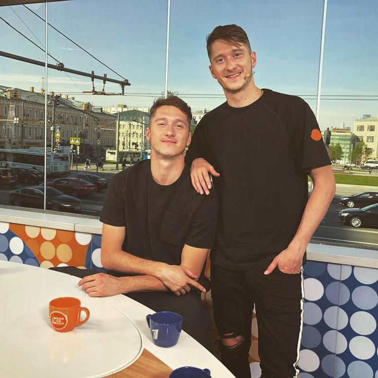 Alexey Miranchuk (phải)sở hữu chiều cao 1,85 m, có 19 lần góp mặt ở giải đấu quốc tế và ghi được 4 bàn thắng.