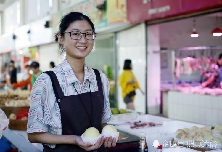 18 tuổi, chỉ bán trái cây ở chợ nhưng Thu Dương đã kiếm được hơn 100 triệu đồng mỗi tháng