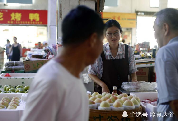 Người dân ở đây rất mến và thích chuyện trò với Thu Dương.
