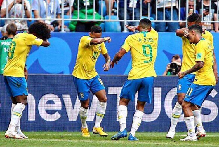 Kiểu khóc ăn vạ của Neymar.