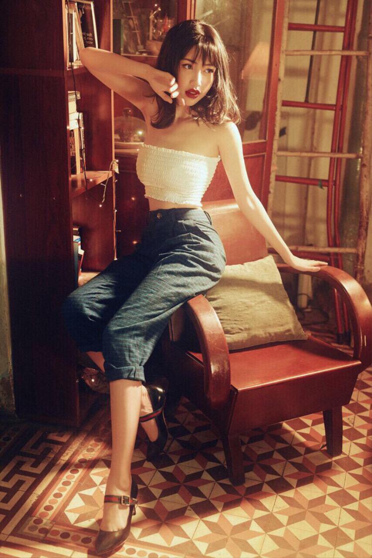 """""""Hot girl ngực khủng"""" khéo léo chọn những trang phục giúp khoe chọn 3 vòng hoàn hảo đáng mơ ước của mình."""