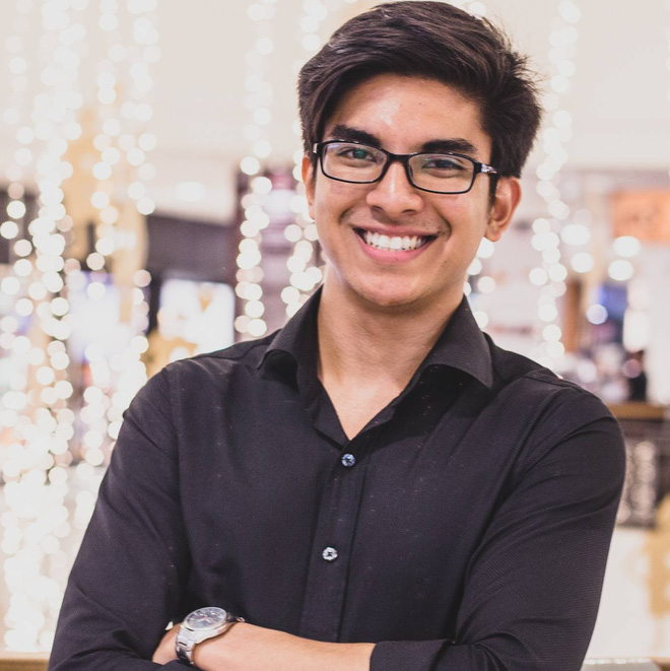 Syed Saddiq tốt nghiệp ngành luật tại Đại học Hồi giáo Quốc tế. Anh từ chối thư mời từ Đại học Oxford để theo học thạc sĩ về Chính sách cộng đồng và tham gia tranh cử giành một ghế trong Quốc hội.Người tiền nhiệmcủa Syed Saddiq, ôngKhairy Jamaluddin, cũng từng giữ kỷ lục bộ trưởng trẻ nhất trong lịch sử Malaysia khi nhậm chức ở tuổi 37 vào năm 2013. Ảnh: SCMP