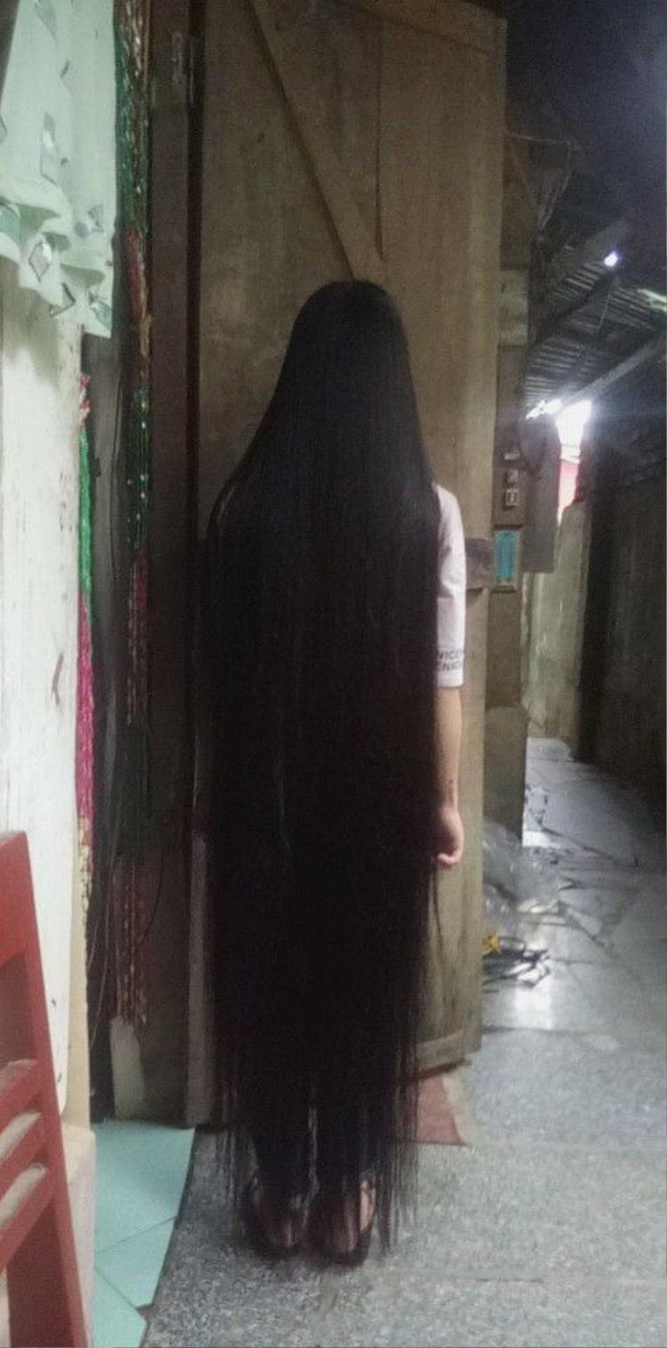 Thiết nghĩ những cô gái để kiểu tóc này dưới trời nắng nóng 40 độ C quả thực quá can đảm!